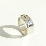 Bague Braille carrond motif plume